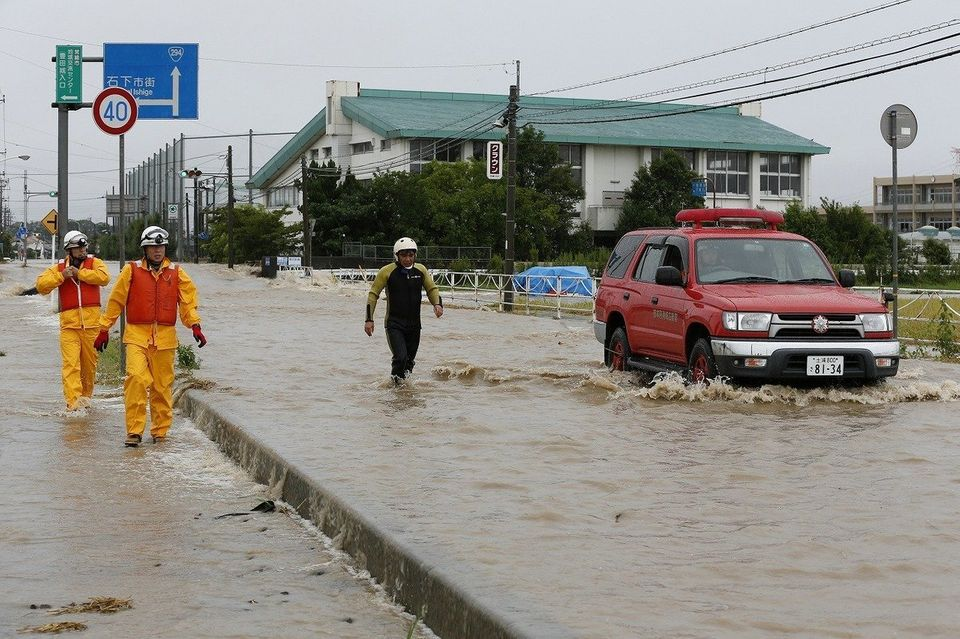 栃木・鹿沼で土砂崩れ 住宅のまれ女性1人が行方不明【UPDATE】