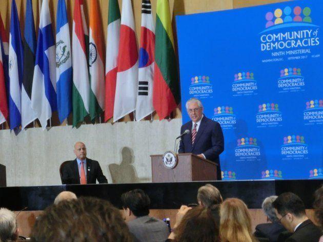 閣僚級会合で開会の挨拶を述べるティラーソン米国務長官