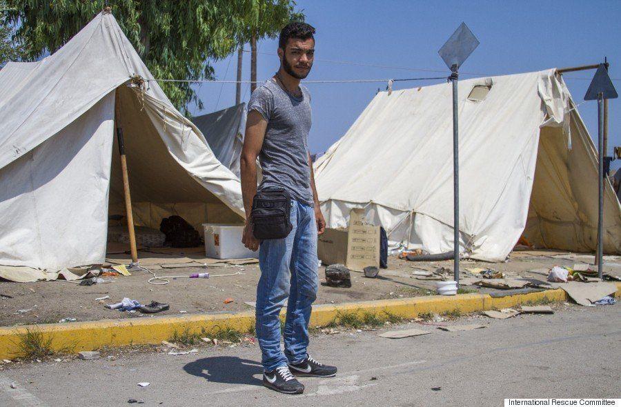 シリア難民たちは何を持って逃げてきたのか かばんの中身を見せてもらった【画像】