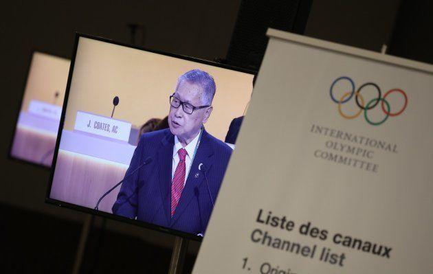 リオデジャネイロ五輪のプレスルームのテレビモニターに映し出された、国際オリンピック委員会の総会でプレゼンテーションする2020年東京五輪・パラリンピック組織委員会の森喜朗会長=2016年8月3日、ブラジル・リオデジャネイロ