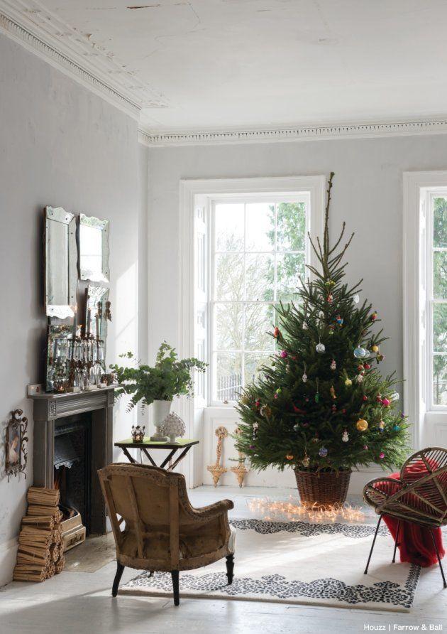 身近なアイテムで気軽に楽しめる、シンプルでおしゃれなクリスマスディスプレイ