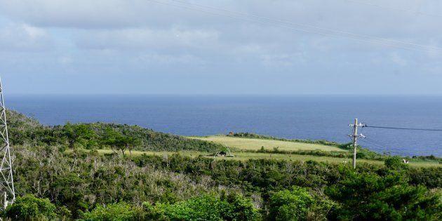 米軍ヘリが不時着・炎上した民間の牧草地=10月12日、沖縄県東村