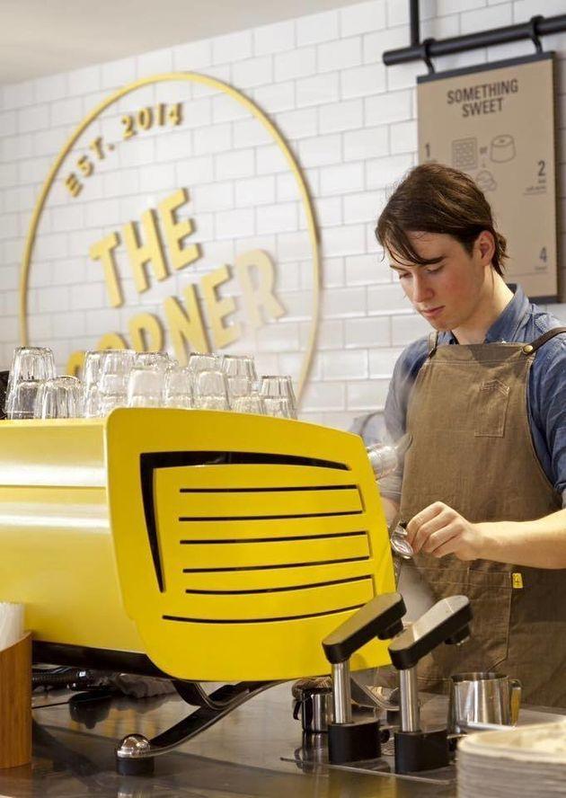 マクドナルド、初の高級カフェをオープン 新戦略で売上の巻き返しなるか