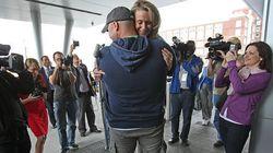 テロ生存者、救出した消防士と婚約「右足切断でもずっと励ましてくれた」