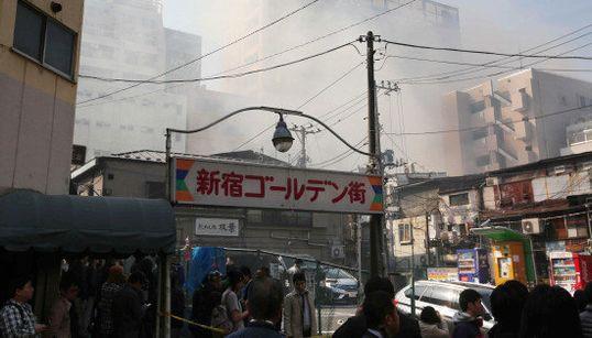 「ゴールデン街」の火災鎮火 新宿・歌舞伎町の6店舗、ほぼ全焼【UPDATE】