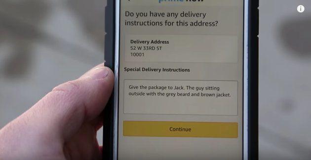 備考欄に「荷物はジャックに渡して下さい。灰色のヒゲで、茶色のジャケットを着た男性。外に座っています」と書かれている