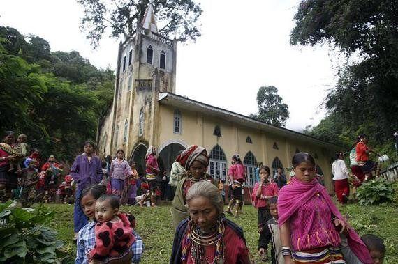 ビルマ:拘束中のカチン民族のキリスト教徒を釈放または訴追すべき