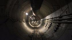 イーロン・マスク氏、掘削したロサンゼルスの地下トンネルを初公開