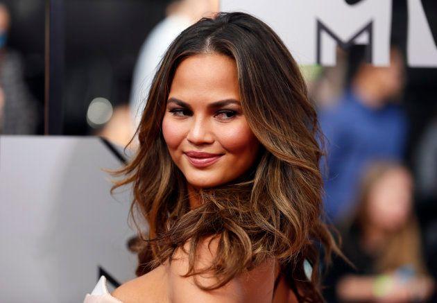 32歳のモデルが「白髪」を発見⇒なぜか大喜び。ファンを勇気づけた、その理由とは?