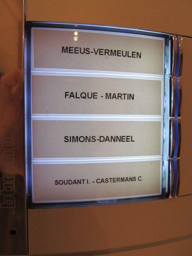 夫婦別姓のベルギーでは、表札に2つの名前が併記されている。