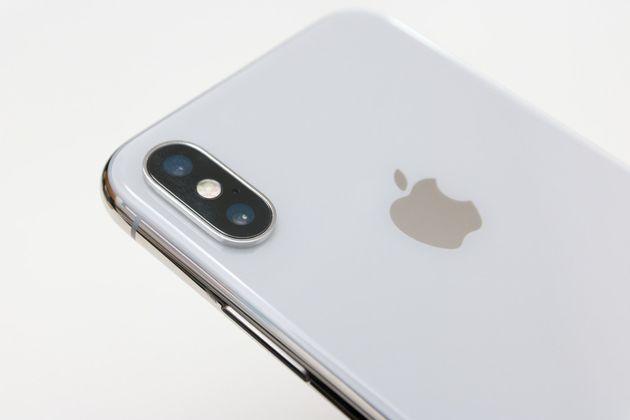 ▲iPhone Xのサイズ感はいい。レンズ部分の出っ張り処理もiPhone 8