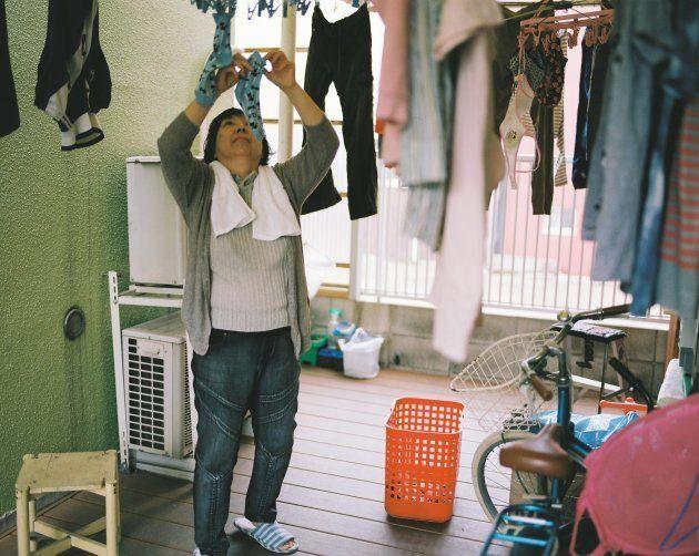お父さんはとても几帳面。お母さんが干した洗濯物を、お父さんが干し直してまわる。りつ子さんは「洗濯物を干しても、どうせお父さんが干し直すんだけどね」と笑う。