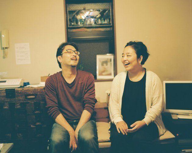 東京都の齋藤夫妻は、実子ふたりを育てながら里親をしている