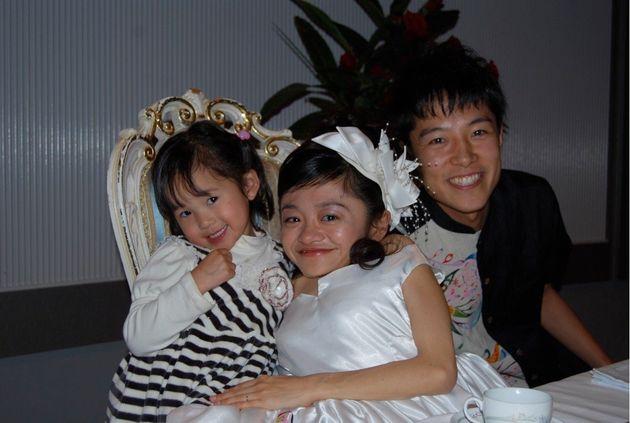 子どもが大好きな私は、自分の結婚式に、子どもをたくさん招待しました。2010年沖縄にて