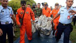 【エアアジア機】ジャワ海上で残骸の一部と遺体を収容