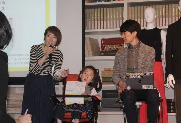 (左から)加藤真心(まこ)ちゃんのお母さん、まこちゃん、Social