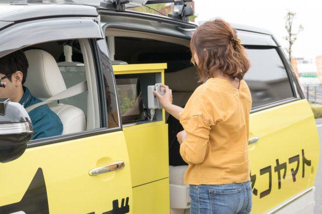 ▲今回の自動運転車に設置されたボックスは簡易版のため、これまでのサービスで使っていたものとは異なる