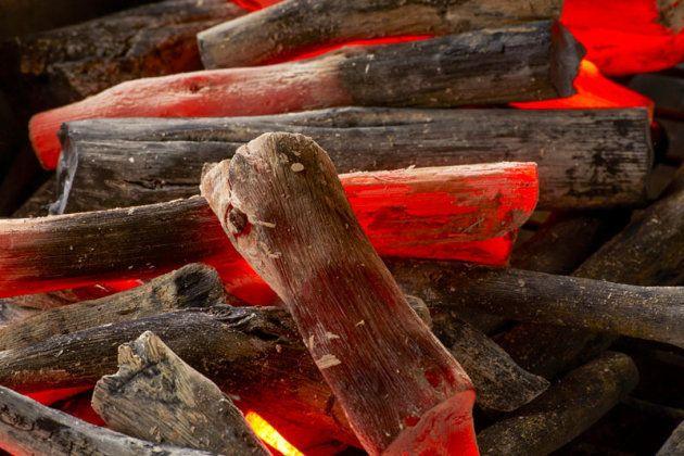 バーべキューで炭火を使うとき、絶対知っておきたい裏ワザとは?