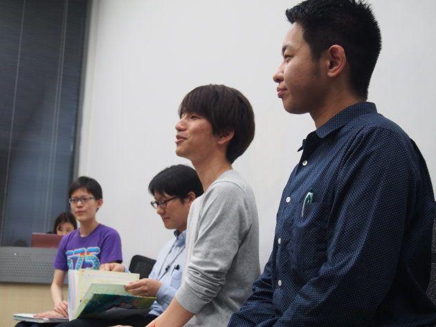 NPO法人ReBit代表理事の藥師実芳さん。(写真右)