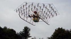 ドローンをつなげた飛行機で浮上する強者が登場