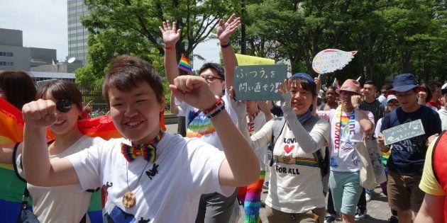「堂々と恋人を紹介したい」みんなの思いが、パレードに乗って渋谷のまちに広がった。(東京レインボープライド2018・画像)