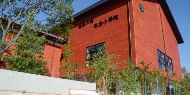 学校法人「森友学園」が大阪府豊中市の国有地を取得して開設を目指していた小学校の建物=10月8日撮影