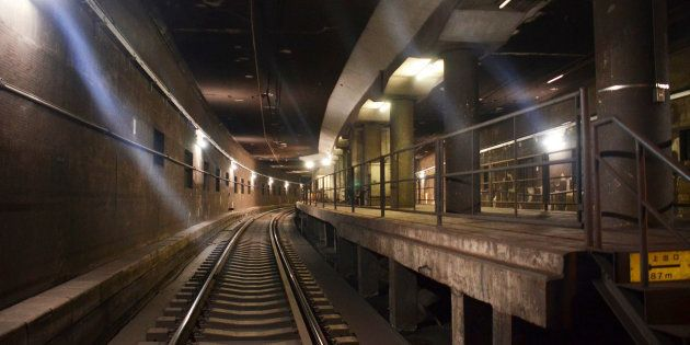 旧初台駅の「幻のホーム」