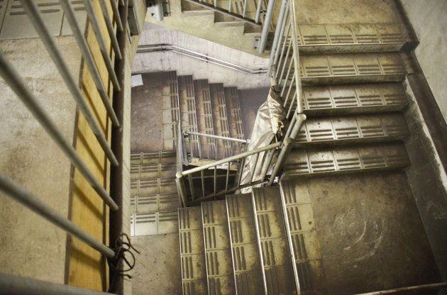 京王線からチラリと見える「謎の地下空間」