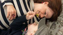 「写真を撮っておくと子どもは感謝する」。20歳で母を亡くした女性が、母と子の愛を撮るワケ
