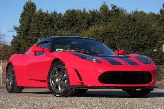 「ロードスター」アップグレード版、テスラが年末発表予定 1回の充電で走れる距離が長くなる?