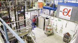 反水素原子の分光測定に成功