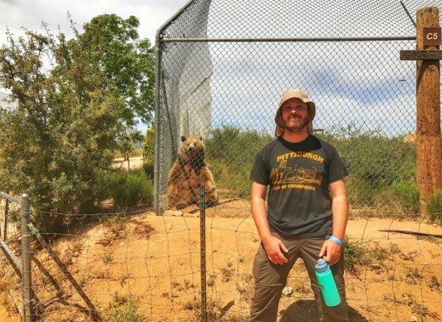 アリゾナ州セドナに近いアフリカ・ワイルドライフ・パークの外で撮影したミッチ