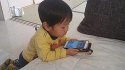 乳幼児もスマホの時代。約50%がひとりで使用、画面ロック解除ができる子も(調査結果)