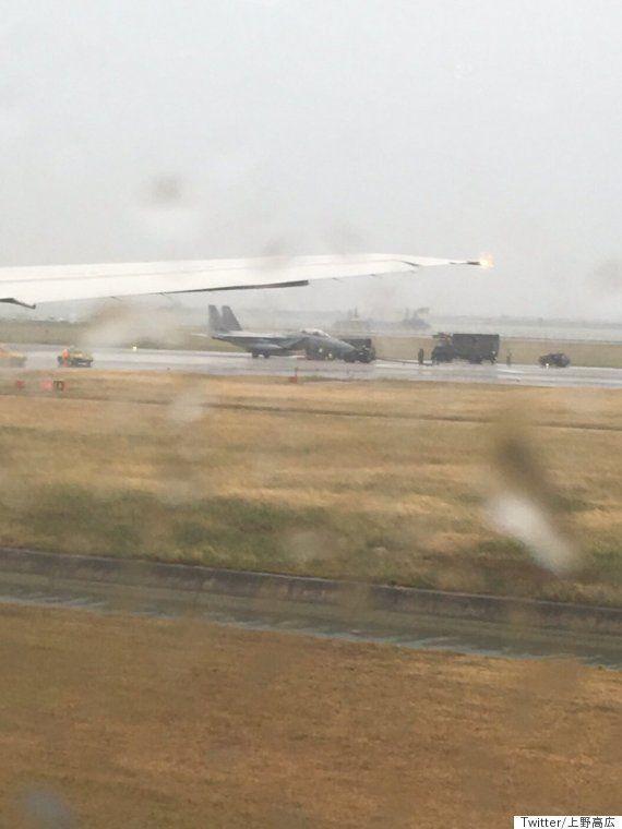 那覇空港が一時、滑走路閉鎖 F15戦闘機が脱輪で立ち往生