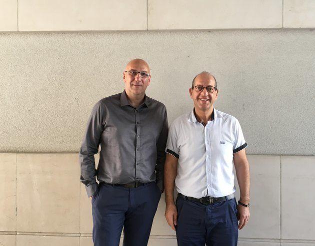 学校周辺活動局長のアラルさんと(左)、副市長ウジャブールさん(右)。よく学童イベントに顔を出すため、子どもたちにも知られている。