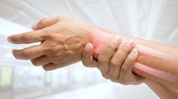 無症状だけに気づきにくい「骨粗しょう症」3つの原因と予防対策の心得【予防医学の最前線】