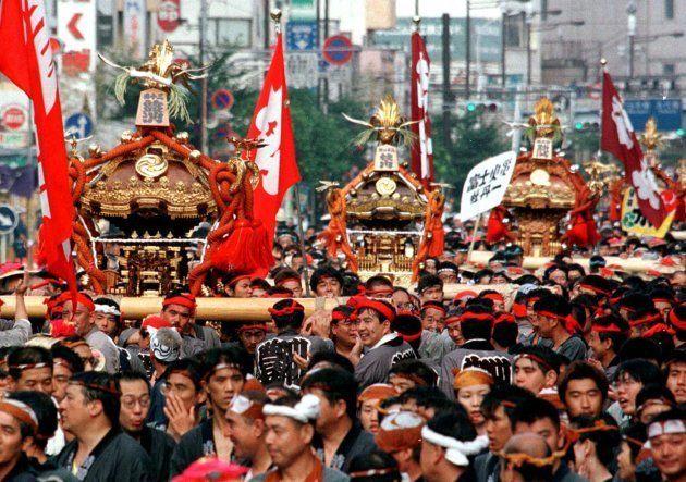 「深川八幡祭り」の神輿