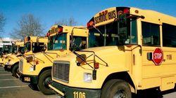 CIAがスクールバスに爆発物を置き忘れる。気付かれないまま生徒乗せて運行
