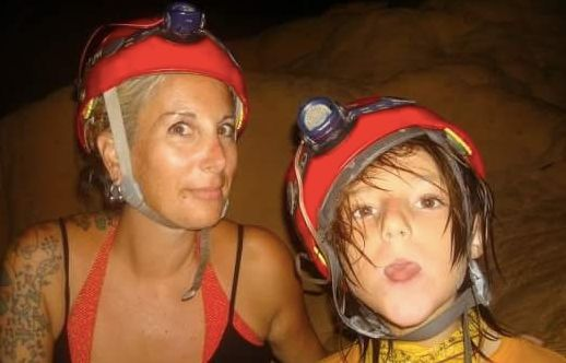 旅を始めて1年目の筆者と母。ベリーズにて。