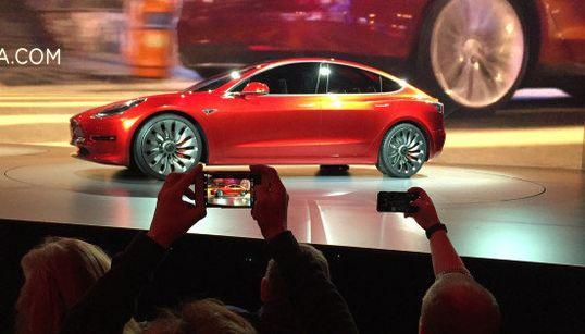 【テスラ・モデル3】日産リーフと同価格なのに、2倍以上も走る電気自動車を発表