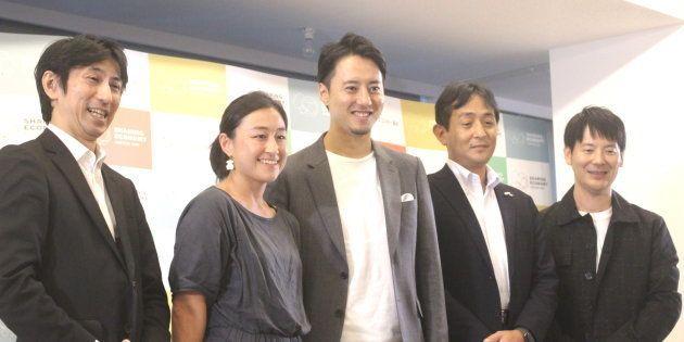 (左から)経済産業省の伊藤さん、Mirai