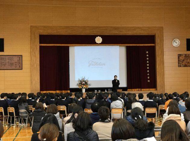 (2016年の熊本地震時には県内の小学校を訪問)