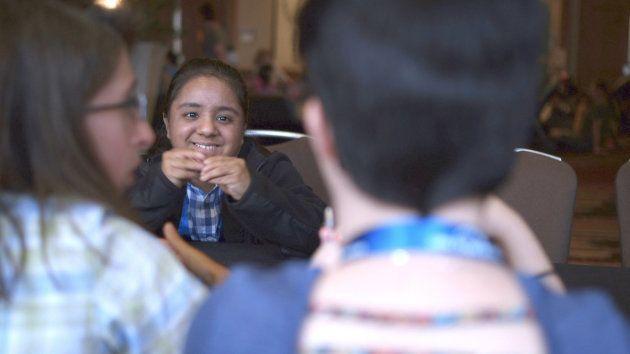 低身長症のコンベンションに参加して、「仲間に出会えて本当に幸せ」と語るロイーニ