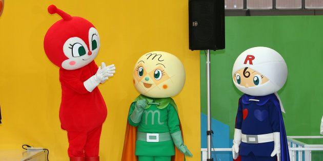 「福岡アンパンマンこどもミュージアムinモール」のオープニングセレモニーに登場したキャラクターたち=18日、福岡市博多区