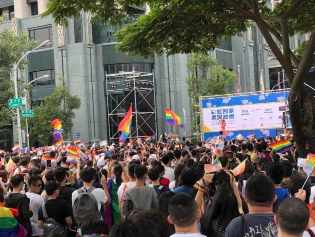 高雄市で開催されたプライドパレードの様子