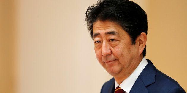 安倍晋三首相がインスタ始める。意外なあの人へのフォローに驚きの声「ビックリです」