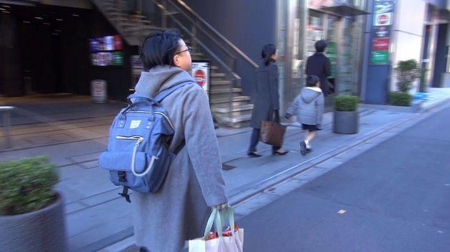最後の出勤日の朝、派遣先の職場に向かう渡辺さん=写真提供・レイバーネット日本