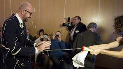 ベルギー首相、マヨネーズで襲われる そこに込められた深い理由とは【動画】