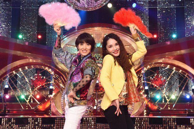 荻野目洋子(左)と平野ノラ(右)