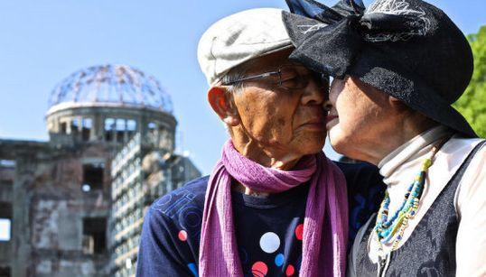 世界の街角でアイ・ラブ・ユー。見ているだけで幸せになれる「世界中の100のキス」(画像集)